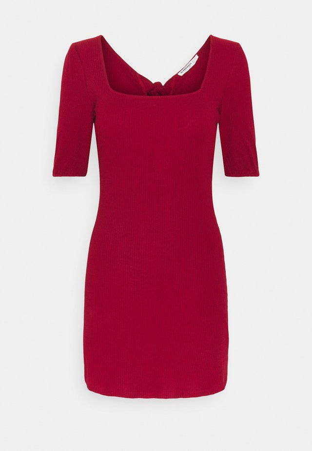 MINI DRESS WITH SQUARE NECKLINE  - Denní šaty - red