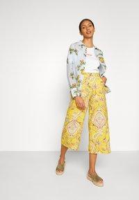 Desigual - PANT LUCAS - Pantalon classique - yellow - 1