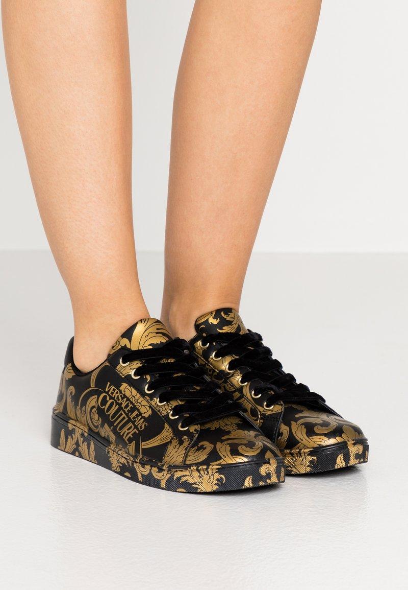 Versace Jeans Couture - CAP SOLE - Tenisky - nero/oro