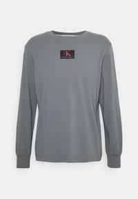 Calvin Klein Jeans - CUFFED BADGE TEE - Maglietta a manica lunga - shining armor - 4