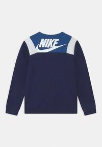 Nike Sportswear - AMPLIFY CREW - Sudadera - game royal/blue void/white - 1