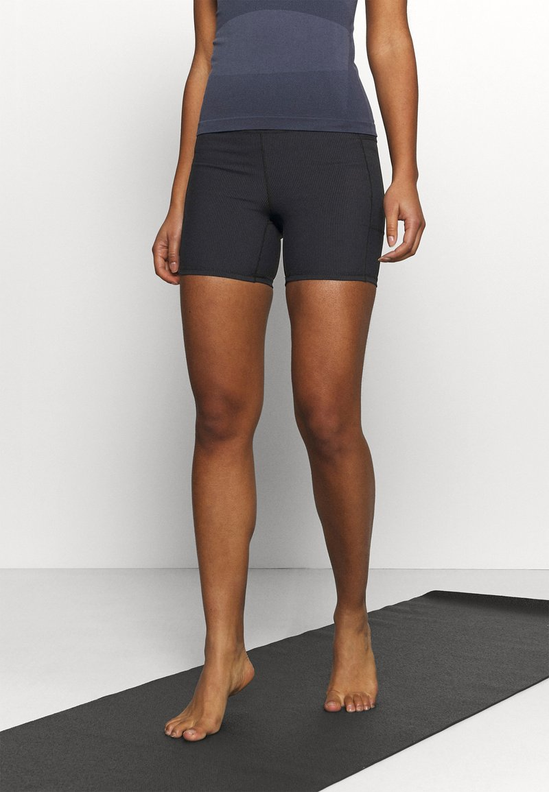 Cotton On Body - POCKET BIKE SHORT - Leggings - black