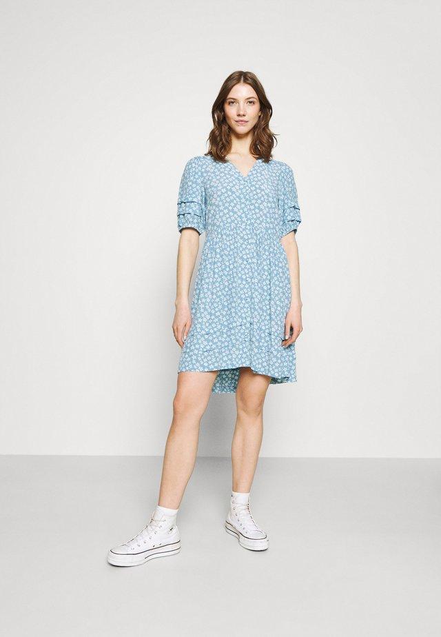 YASLURA DRESS - Skjortklänning - dusk blue