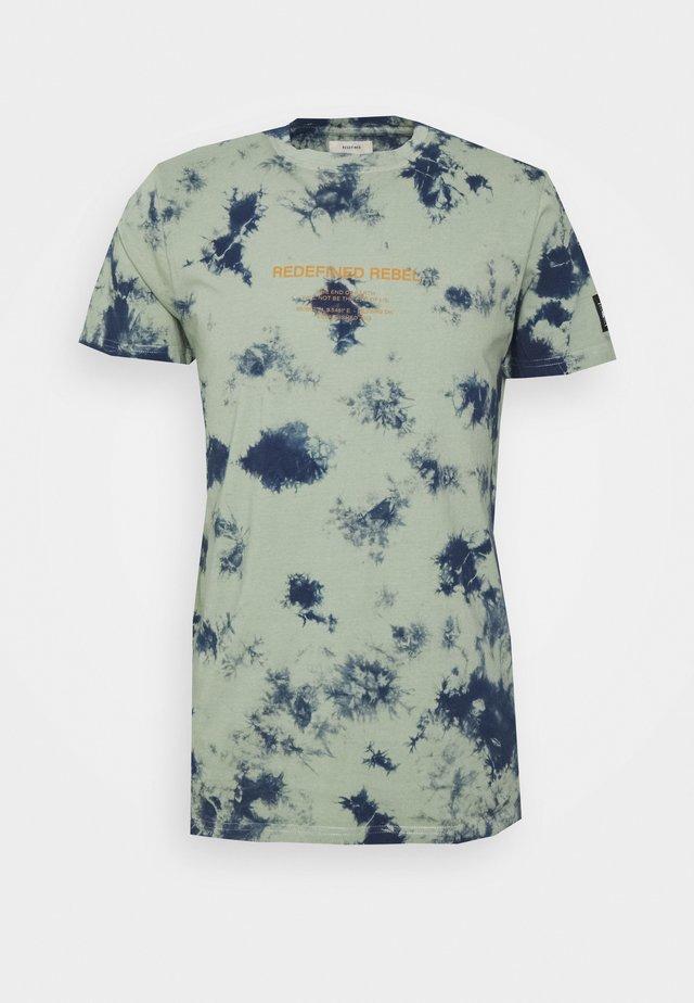 FINN TEE - T-shirt print - swamp