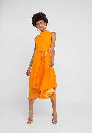 KETHEA - Cocktailkjoler / festkjoler - bright orange