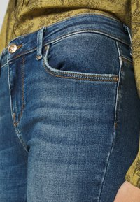 ONLY - ONLCARMEN LIFE  - Jeans Skinny Fit - medium blue denim - 4