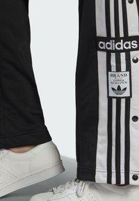 adidas Originals - ADIBREAK ADICOLOR CLASSICS PRIMEGREEN SLIM PANTS - Tracksuit bottoms - black - 4