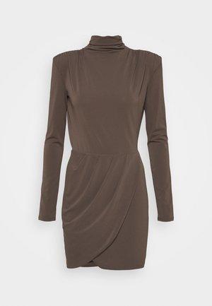 ABITO DRESS - Koktejlové šaty/ šaty na párty - brown
