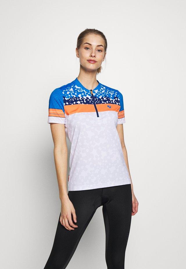 NELSA - T-shirt z nadrukiem - white