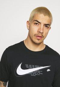 Nike Sportswear - COURT TEE - T-shirt print - black - 3