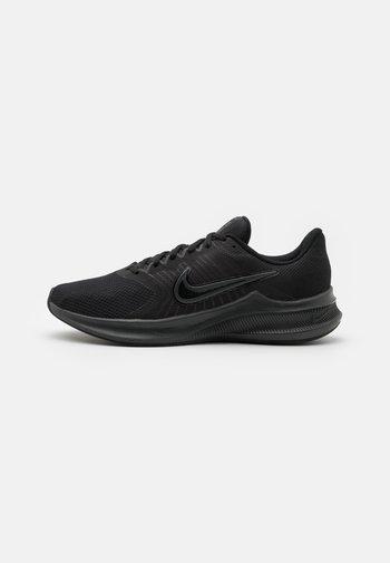 DOWNSHIFTER 11 - Obuwie do biegania treningowe - black/dark smoke grey/light smoke grey