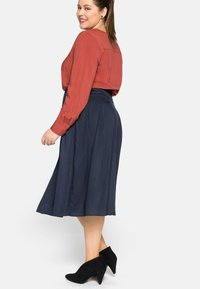 Sheego - Pleated skirt - nachtblau - 3