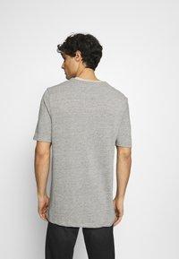Lyle & Scott - Basic T-shirt - sesame - 2