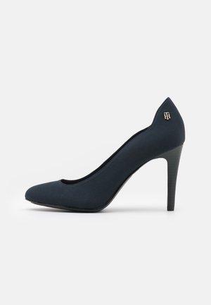 ESSENTIAL - Classic heels - desert sky