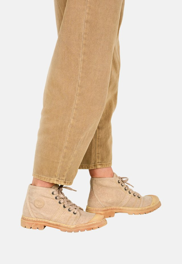 AUTHENTIQ/R F2F - Veterboots - beige