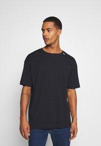 RETHINK Status - UNISEX OVERSIZED - T-shirt med print - black - 0
