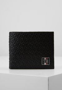 Tommy Hilfiger - MONOGRAM MINI WALLET - Wallet - black - 3