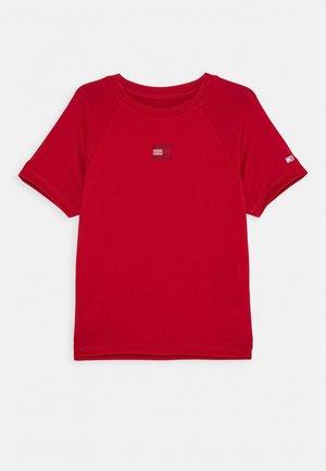 SPORT TEE - Camiseta estampada - red
