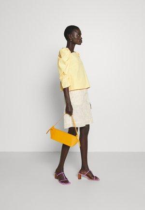 RAMONA BAG - Bolso de mano - leather orange