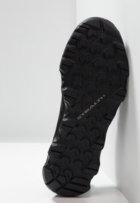 adidas Performance - TERREX VOYAGER - Obuwie do biegania Turystyka - carbon/core black - 4