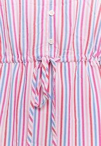 GAP - DRESS - Robe en jean - blue/pink - 2