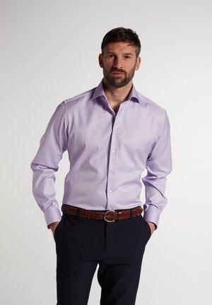 MODERN FIT - Formal shirt - flieder