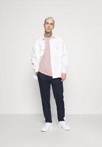 Fila - UNWIND TEE - Camiseta básica - pale mauve - 1
