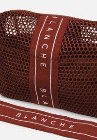 BLANCHE - CROSSOVER BAG - Across body bag - caramel - 3