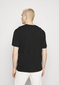 Edwin - LOGO MAP CHEST - Print T-shirt - black - 2