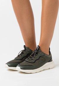 Esprit - Zapatillas - dark green - 0