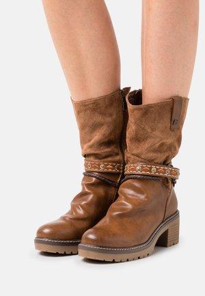 DORIS - Cowboy/Biker boots - lantana