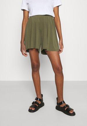 VMHAIDY - Shorts - ivy green