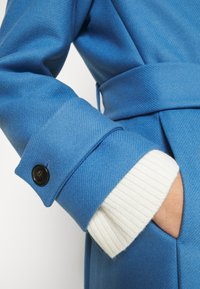 IVY & OAK - BELTED COAT - Zimní kabát - allure blue - 6