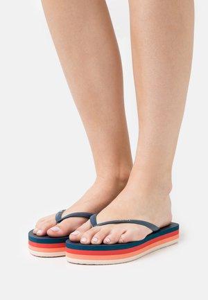 FRANKIE - Sandalias de dedo - blue
