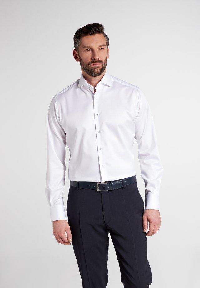 MODERN FIT - Zakelijk overhemd - weiß