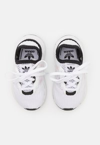 adidas Originals - SWIFT RUN X I UNISEX - Trainers - footwear white/core black - 3
