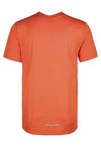 Nike Performance - MILER - Print T-shirt - orange/magma orange - 1