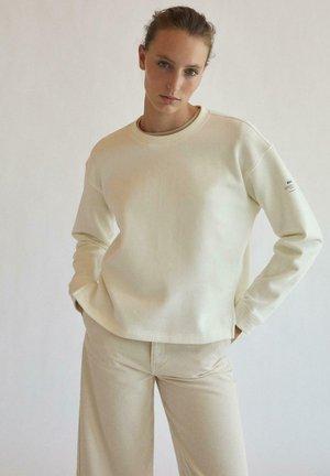 BECAUSE THERE IS NO PLANET B - Sweatshirt - blanco