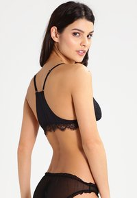 LOVE Stories - LOLA - Triangel BH - black - 2