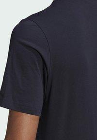 adidas Performance - T-shirt z nadrukiem - dark blue - 4