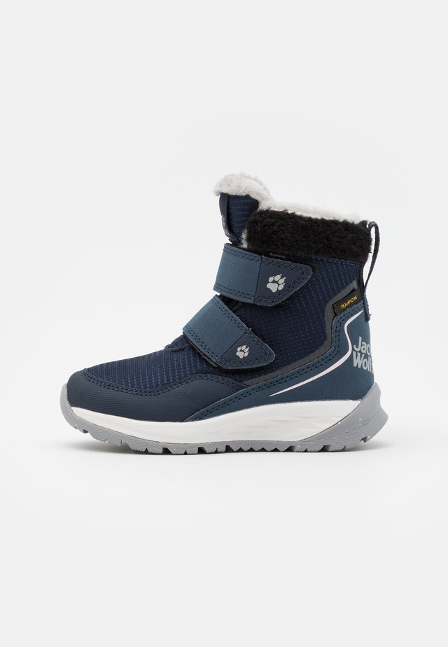 POLAR WOLF TEXAPORE MID VC UNISEX - Zimní obuv - dark blue/offwhite