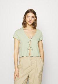 Monki - NILLAN - T-shirt z nadrukiem - green - 0