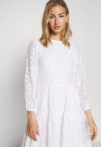 NA-KD - PUFF SLEEVE DRESS - Day dress - white - 3