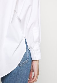 Vero Moda Petite - VMMIE SHIRT PETIT - Button-down blouse - bright white - 3