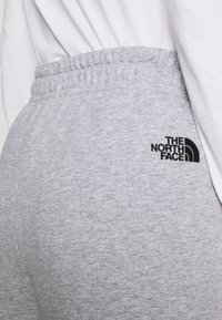 The North Face - ESSENTIAL - Pantalon de survêtement - light grey heather - 4