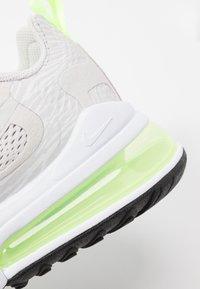 Nike Sportswear - AIR MAX 270 REACT - Sneakersy niskie - vast grey/ghost green/white - 2