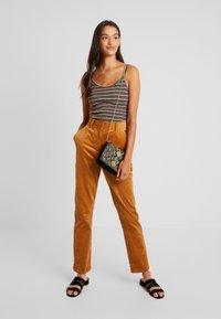 YAS - YASKATY PANT - Trousers - caramel café - 2