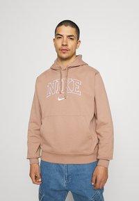 Nike Sportswear - RETRO HOODIE - Sweatshirt - desert dust - 0