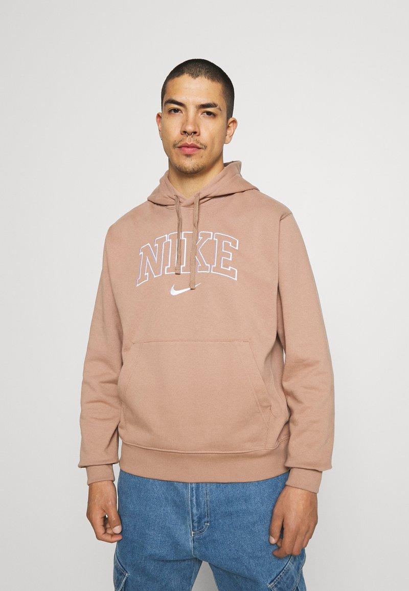Nike Sportswear - RETRO HOODIE - Sweatshirt - desert dust