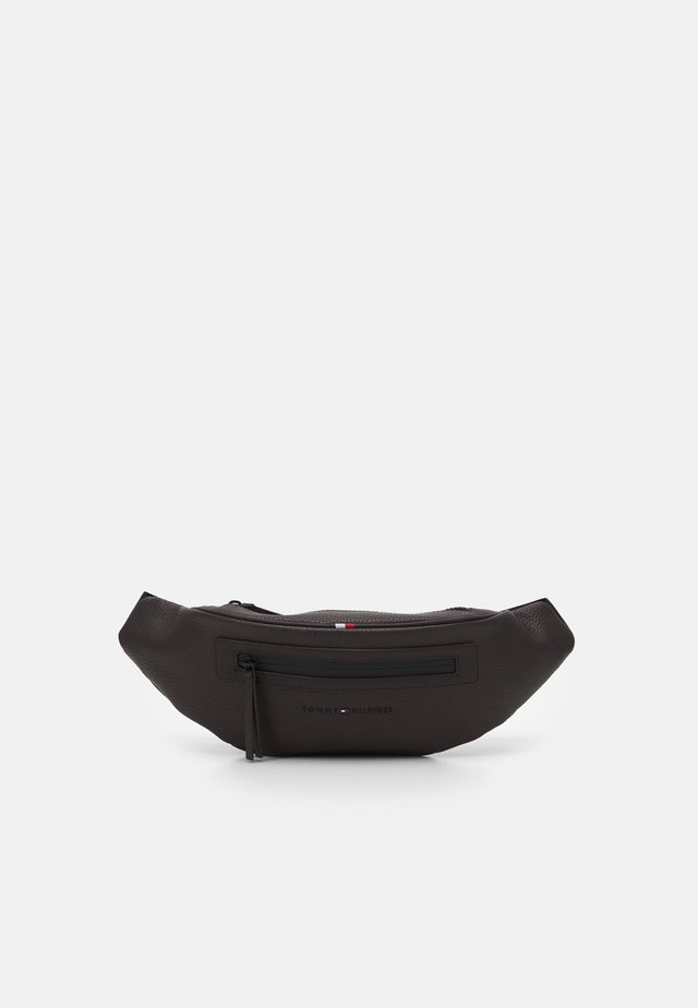ESSENTIAL CROSSBODY UNISEX - Ledvinka - brown